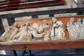 Remont kościoła c.d. - renowacja elementów drogi krzyżowej