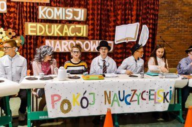 Uroczysty apel z okazji Dnia Komisji Edukacji Narodowej w Starych Siołkowicach