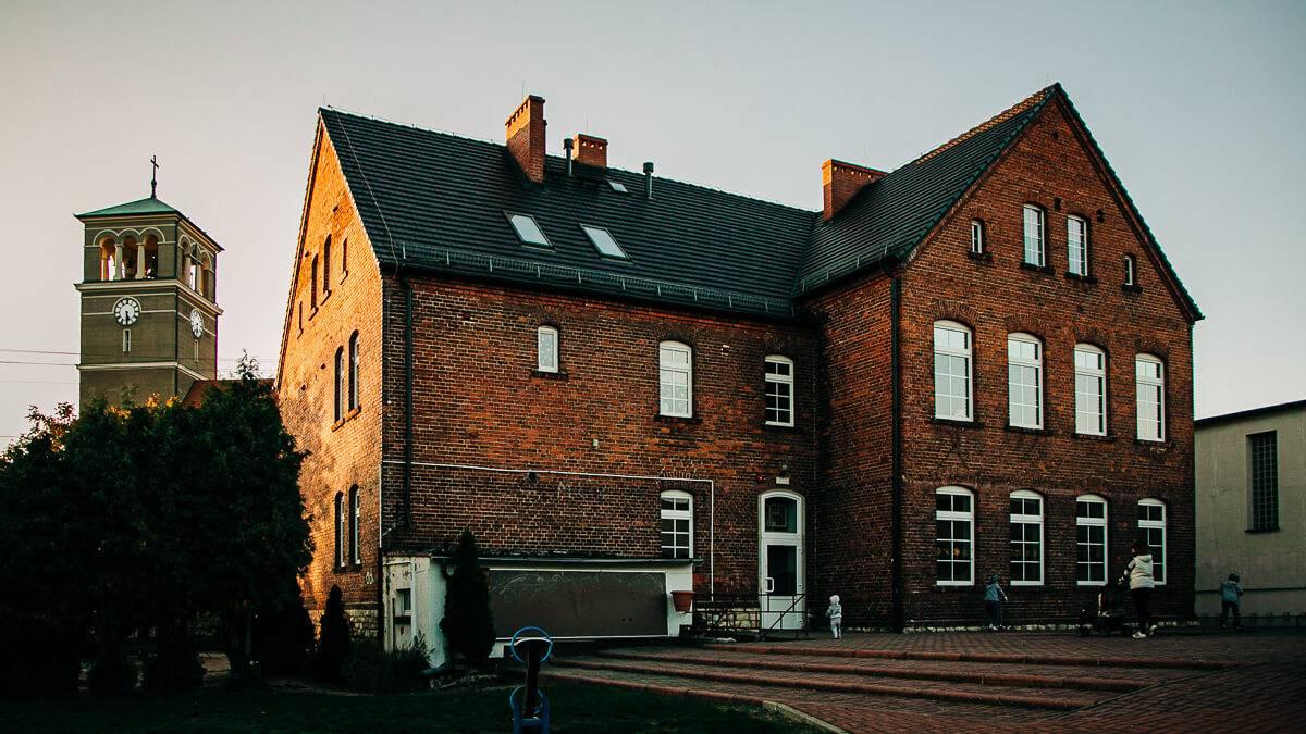 Pierwsza murowana szkoła w Starych Siołkowicach