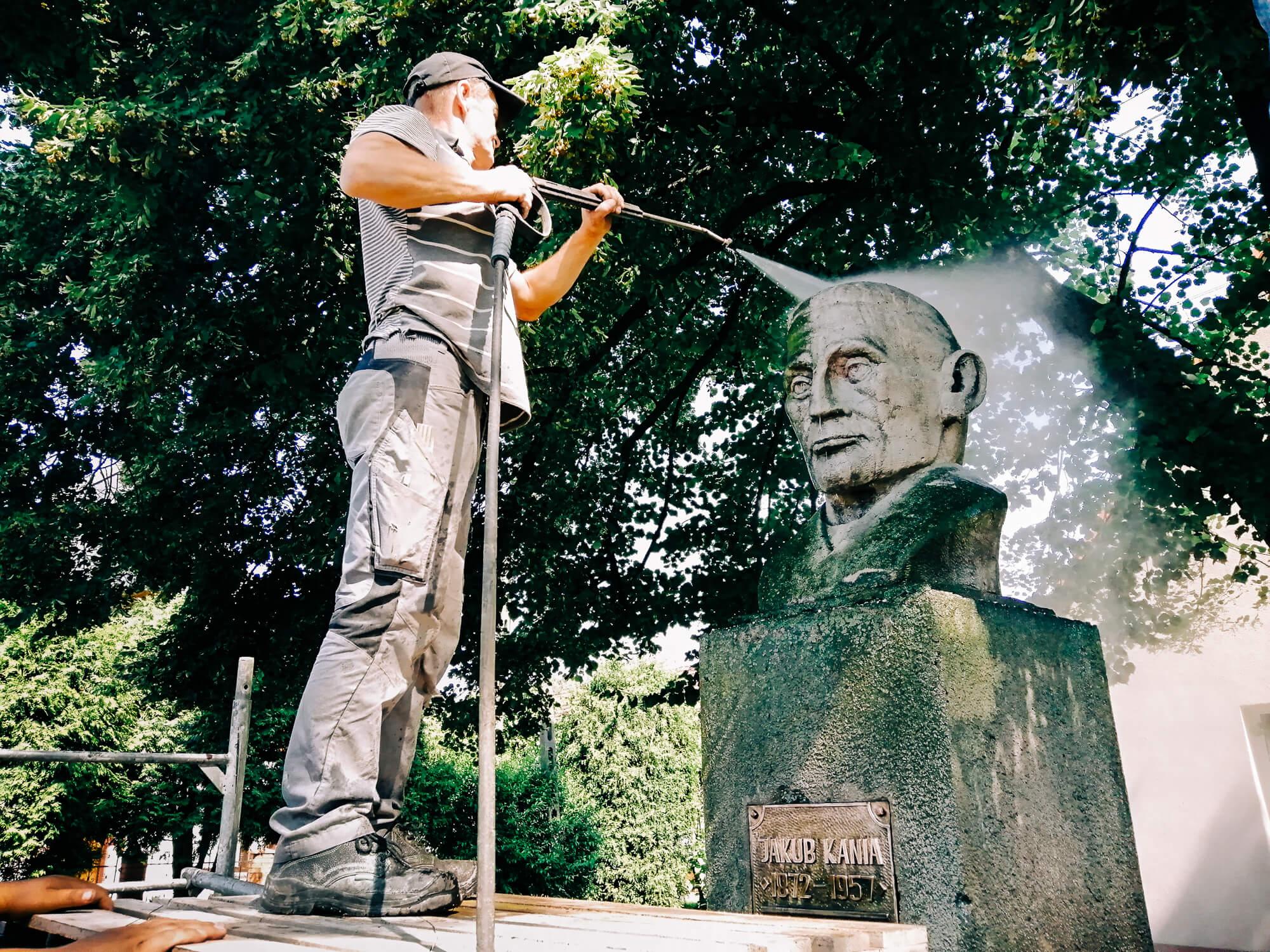 Ruszyła rewitalizacja pomnika Jakuba Kani i placu wokół niego