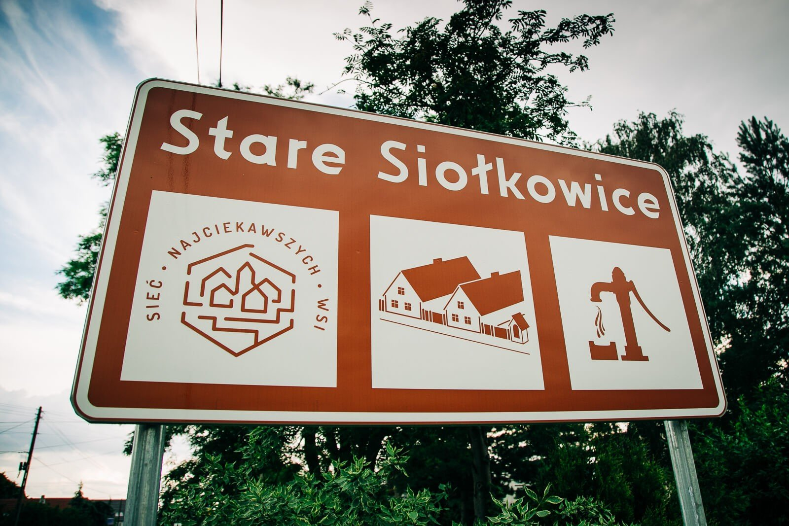 Przed Starymi Siołkowicami stanęły znaki informujące o zabytkach