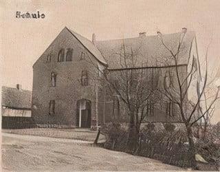 Zdjęcie przedstawia budynek szkoły podstawowej w Starych Siołkowicach