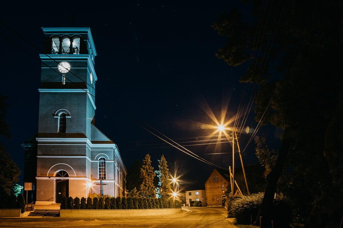 Stare Siołkowice nocą gra świateł zachwyca