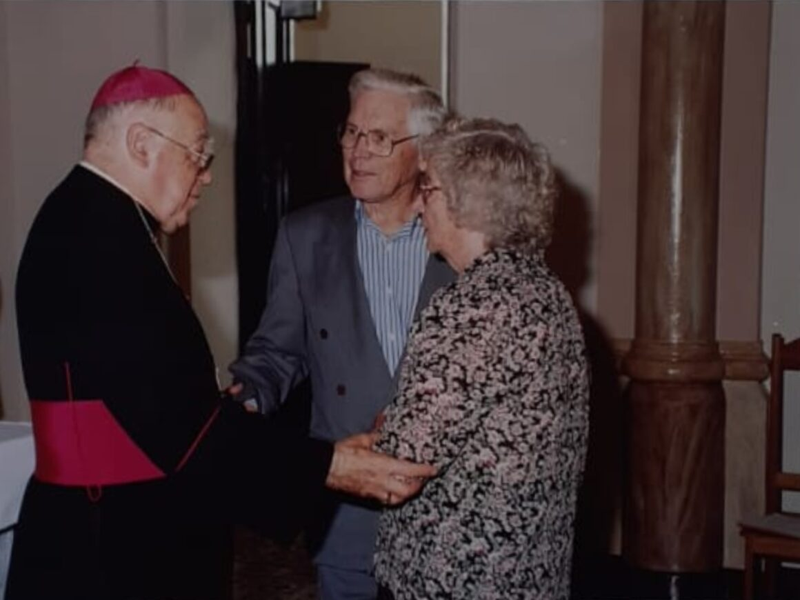 Na zdjęciu; Pan Felippe Skora (Skóra), jego żona Candida oraz bp. Dom Pedro Feraldo.